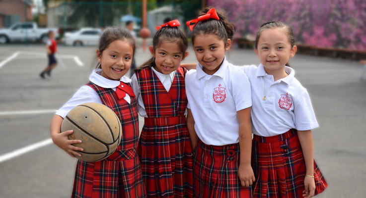 Slider – 4 Girls With Basketball